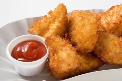 como sao feitos nuggets Nuggets: aprenda como são feitos e veja se tem coragem de continuar comendo!