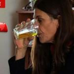 beber xixi 150x150 Maria gasolina: moça viciada bebe 19 litros de gasolina por ano!