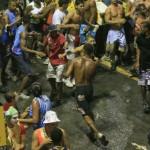 flagra carnaval 2014 c 150x150 Love is in the air: homem apaixonado quer casar com bicho inflável!