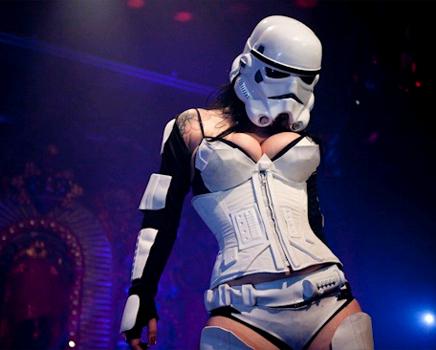 Personagens de Star Wars fazem strip-tease nos EUA !