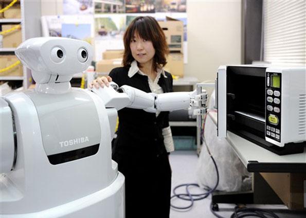 Toshiba Lança robô que busca cerveja na geladeira!