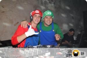 mario dj 300x201 Tutorial: como se transformar num DJ de sucesso em apenas 10 passos!