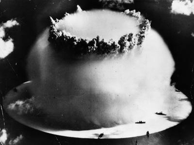 Notícias bizarras: homem é preso por fazer bomba atômica… em casa!