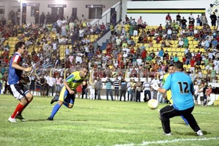 gol romario Notícias bizarras: Romário e Tiririca jogando no mesmo time?