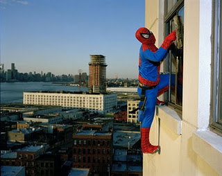 homem aranha em crise Humor: super heróis também entram em crise!