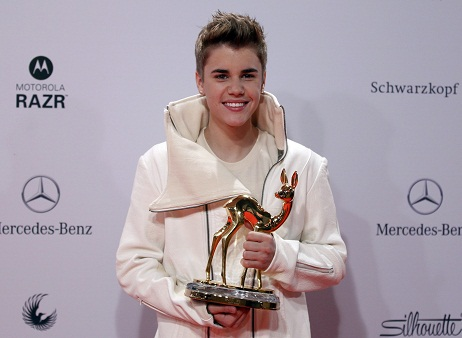 Bambi Awards: Justin Bieber ganha troféu de veado de ouro!