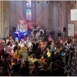 Notícias bizarras: reverendo de igreja techno cria rave religiosa!