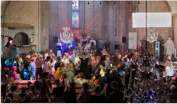 igreja tecno Notícias bizarras: reverendo de igreja techno cria rave religiosa!