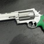 Bizarro:empresa armamentista lança arma contra zumbis!