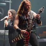 Bizarro: guitarrista leva 50 facadas de sua banda por tocar mal!