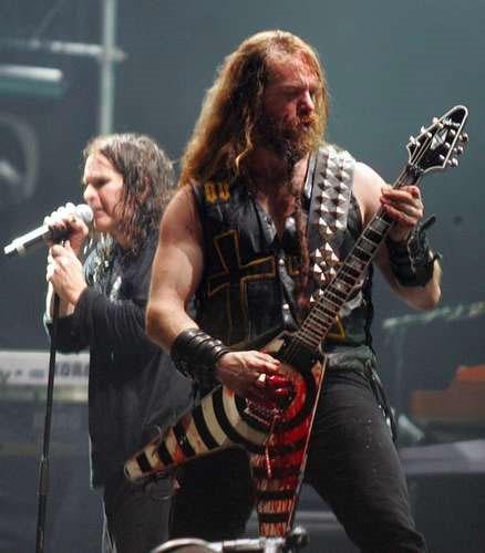 zakk wylde Bizarro: guitarrista leva 50 facadas de sua banda por tocar mal!