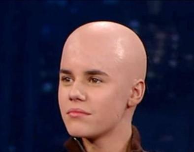 justin bieber cancer 394x310 Garotas raspam cabelo por causa de câncer de Justin Bieber!