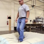saltador colchoes 150x150 Humor: a verdade sobre dormir junto...