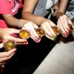Absurdo: Mexicanos tomam bebida alcoolica por via anal para fugir de bafometro!