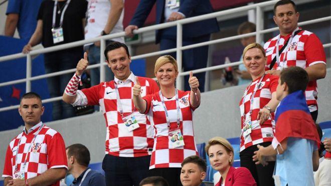102476244 a5af9ddc 5806 4e66 b0fe a61d0dcf03b5 Fotos mostram presidente da Croácia de biquíni na praia? Saiba a verdade