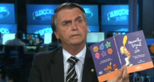 livro bolsonaro kit gay 500x265 Livro kit gay citado por Bolsonaro foi distribuído nas escolas? Saiba a verdade